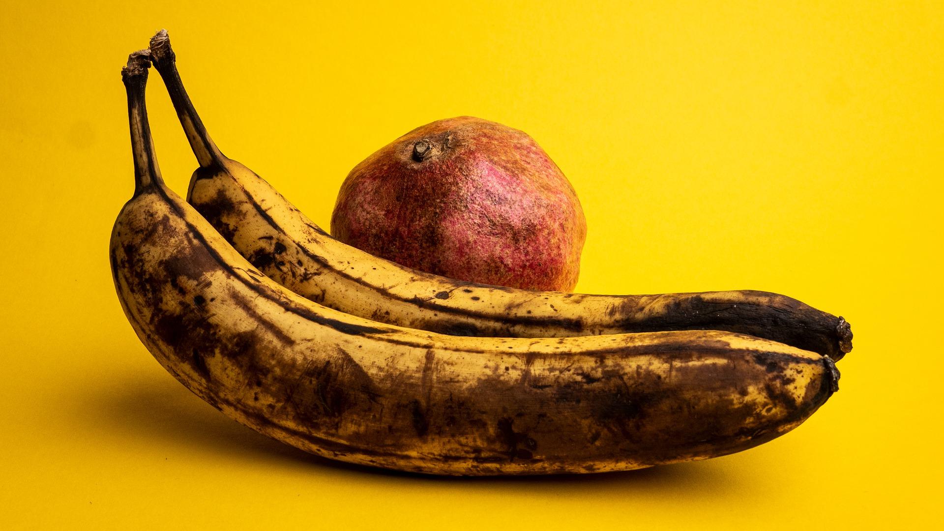overriped fruits attracts fruit flies
